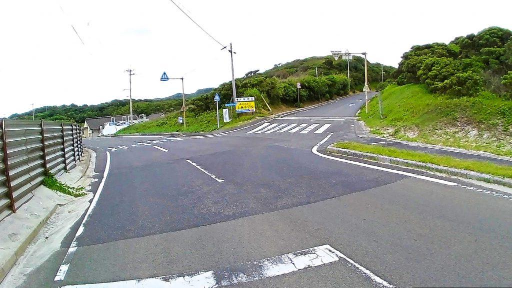 ジロ・デ・種子島(コース分岐)約4km地点:島1周の部は直進、島半周の部は右折