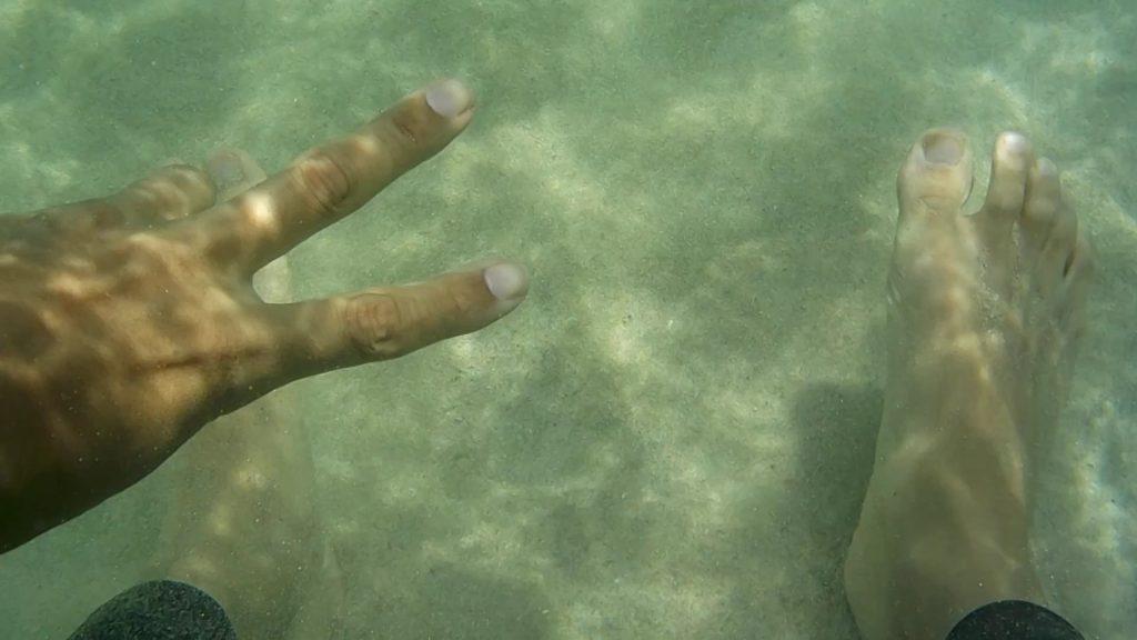 遠浅で透明度の高い浦田海水浴場でスイム練習