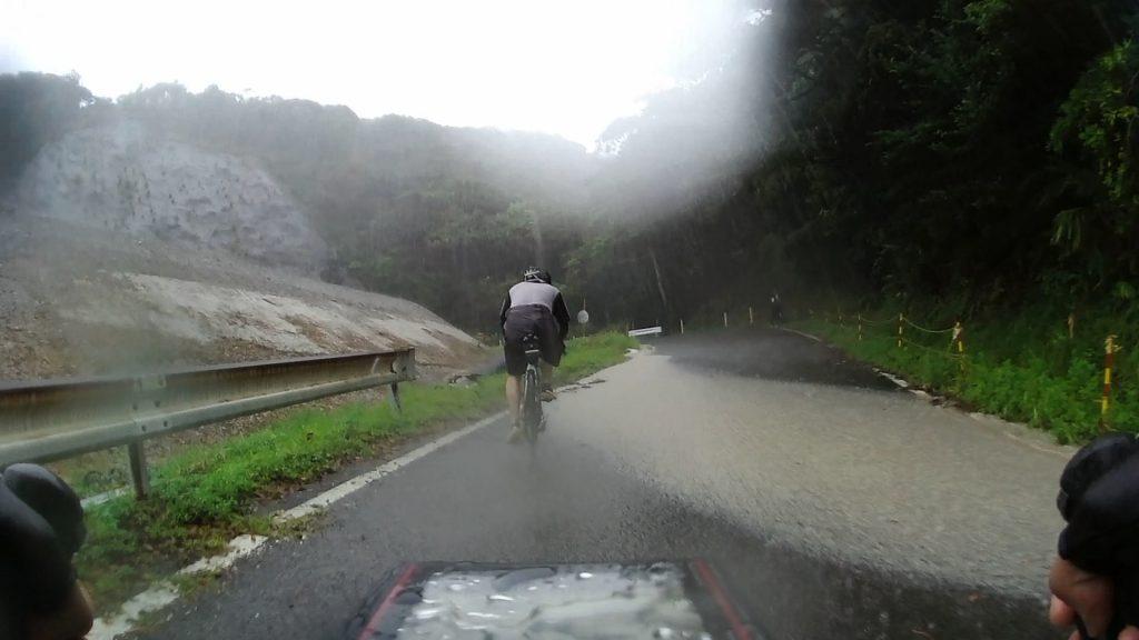 ジロ・デ・種子島2018 大会参加レポート:コスモリゾートゴルフ場横(道路が冠水)