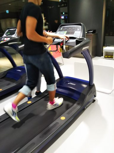 【インプレ・レビュー】ASICSストアで Foot ID 計測を受けて最適なシューズ選び